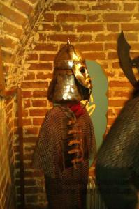 Желающие могут даже примерить средневековую амуницию на себя