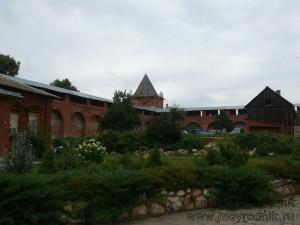 Кремль обитаем. На его территории и сегодня живут, возделывают огород, ухаживают за садом…