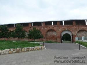Этот проезд в стене был сделан еще в XVIII веке