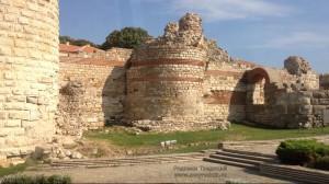 Крепостная стена со стороны перешейка.